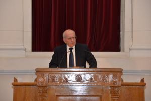Ομιλία του Ομότιμου Καθηγητή Θεόδωρου Λιανού με θέμα την συμβολή  του Εμμανουήλ Δρανδάκη στη διαμόρφωση του χαρακτήρα του Τμήματος Οικονομικής Επιστήμης και τις προκλήσεις που αντιμετωπίζει το ελληνικό πανεπιστήμιο στις μέρες μας